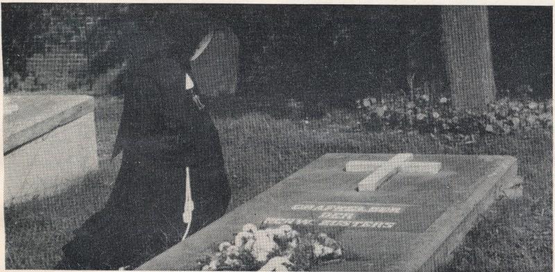 Uit: Franciscanessen van de Heilige Familie honderd jaar in Nijmegen 1884-1984. Links de tombe van de tweede priesterkelder.
